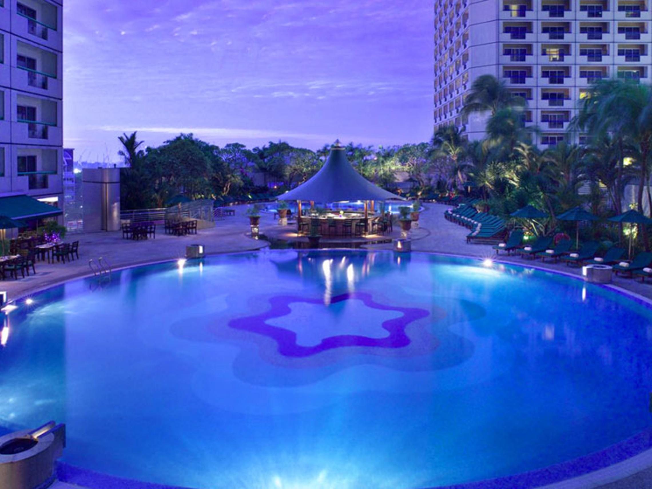 Singapore Fairmont Pool Good