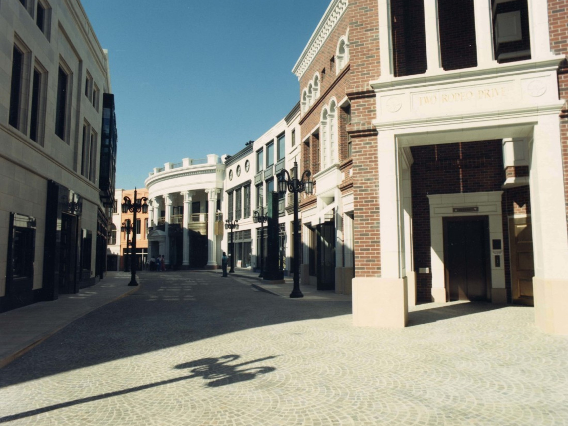 Two Rodeo Drive Daytime Walkway 1100x883